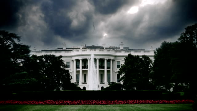 stockvideo's en b-roll-footage met storm wolken boven het witte huis in washington d.c. - white house