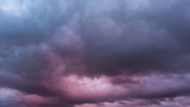 molnen solnedgång, 4k time-lapse - illavarslande bildbanksvideor och videomaterial från bakom kulisserna