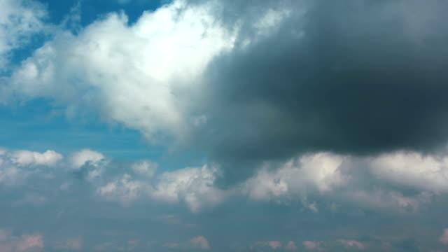 vídeos de stock, filmes e b-roll de nuvens de tempestade timelapse - cirro