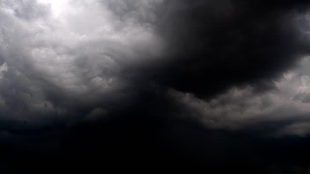 폭풍우 구름 - 불길한 스톡 비디오 및 b-롤 화면