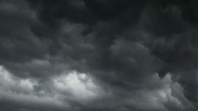 배경에 대한 폭풍우 구름 - 타임 랩스 - 불길한 스톡 비디오 및 b-롤 화면