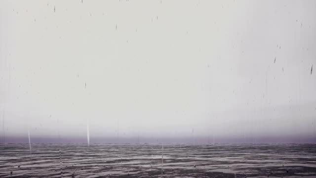 yağmur ile fırtınalı nehri - okyanus gemisi stok videoları ve detay görüntü çekimi