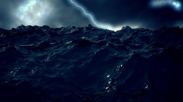 Vehemente olas de mar con relámpagos - vídeo