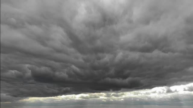 vidéos et rushes de laps de temps de ciel orageux - ciel orageux