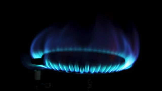 stove fire gas in kitchen - fornello video stock e b–roll