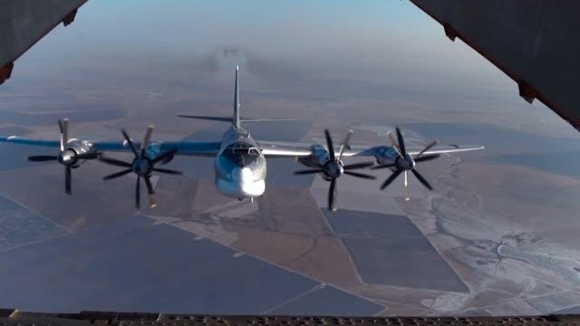 vídeos y material grabado en eventos de stock de bombardero estratégico la vista de la rampa - air force