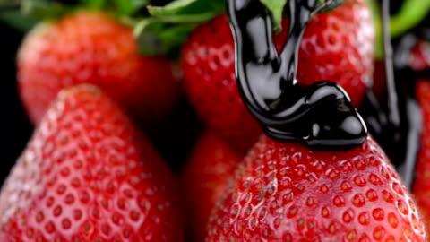 vidéos et rushes de fraises au chocolat - fraise