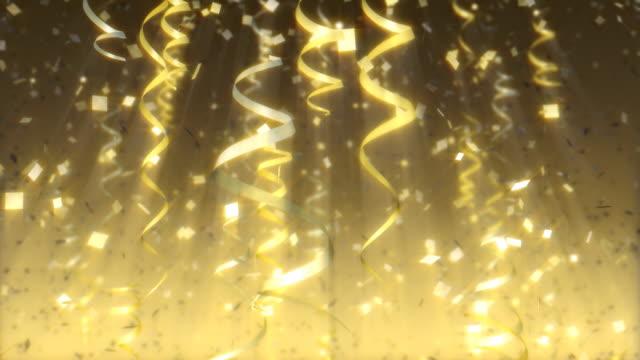 luftschlangen und konfetti-schleife. feier hintergrund. - luftschlangen und konfetti stock-videos und b-roll-filmmaterial
