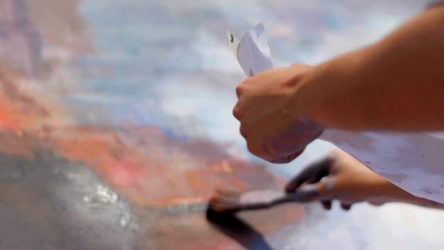 vídeos de stock, filmes e b-roll de artistas de rua e pintores no trabalho - tag