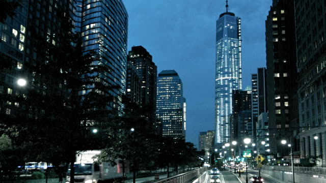 vídeos de stock e filmes b-roll de street at freedom tower at night, manhattan, new york, usa - passagem de ano