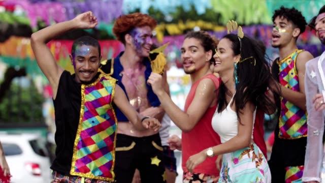 street carnival w: recife, pernambuco, brazylia. - tradycja filmów i materiałów b-roll