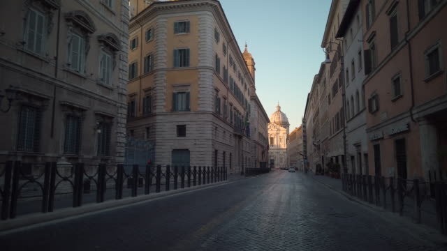 street ending with sant'andrea della valle basilica in rome, italy - space video stock e b–roll