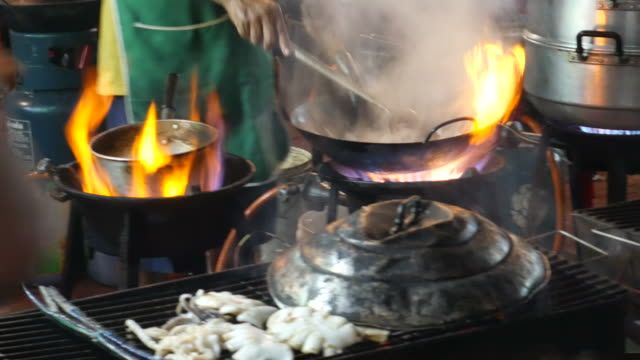 Comida en la calle, barrio chino de Bangkok - vídeo