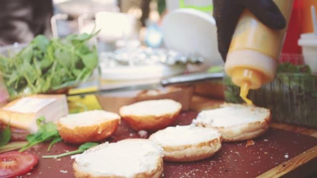 stockvideo's en b-roll-footage met street food festival - foodtruck