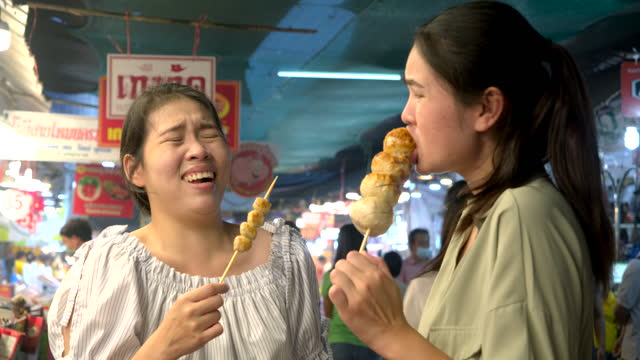 Street Food in THAILAND. All Women They come to tour the market that is a nightlife, It's a popular place to have dinner.