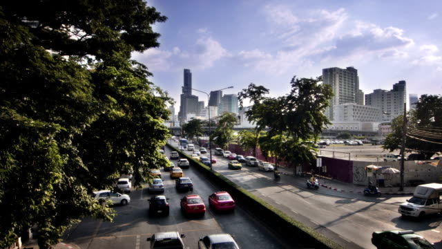 stockvideo's en b-roll-footage met straat in bangkok - airport pickup