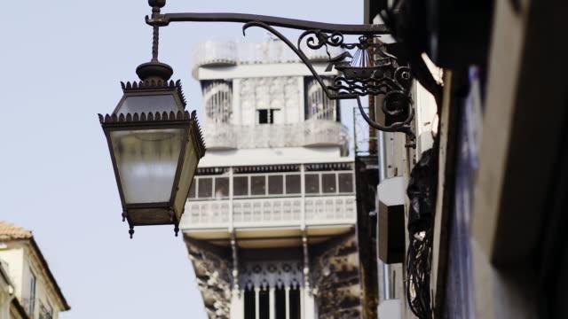 vídeos de stock e filmes b-roll de street lamp on building near high tower - eletrico lisboa