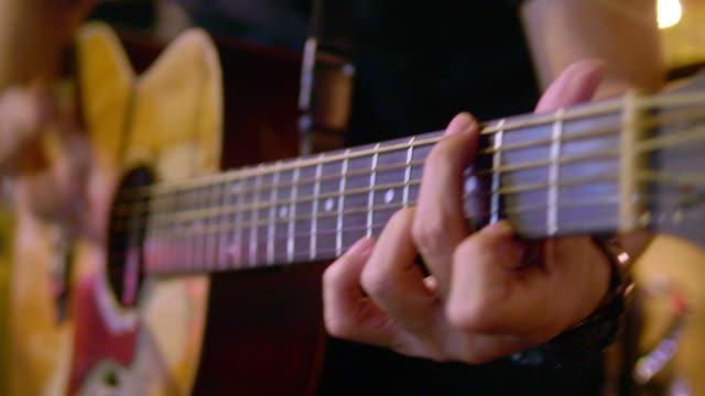 mer från street music - akustisk gitarr bildbanksvideor och videomaterial från bakom kulisserna