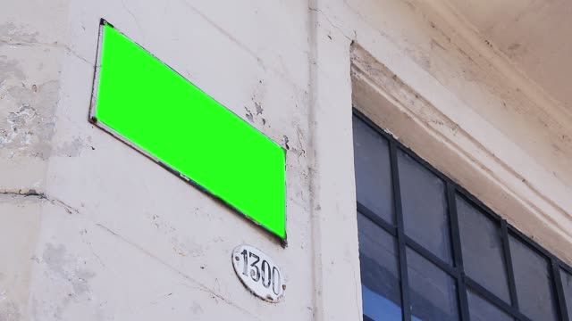Straßenname Zeichen mit grünem Bildschirm. – Video
