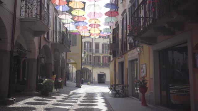bergamo/italia - ottobre 2019: via della città vecchia - milano video stock e b–roll