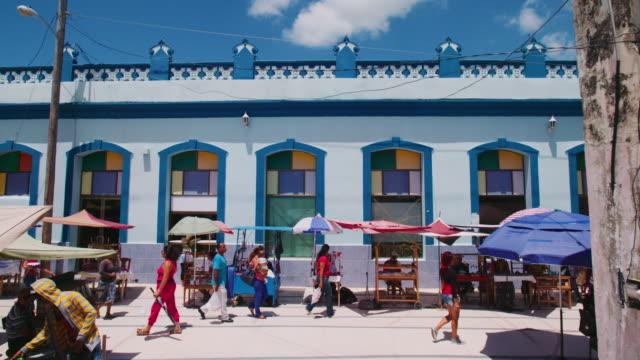 straßenszene in kuba - havanna stock-videos und b-roll-filmmaterial