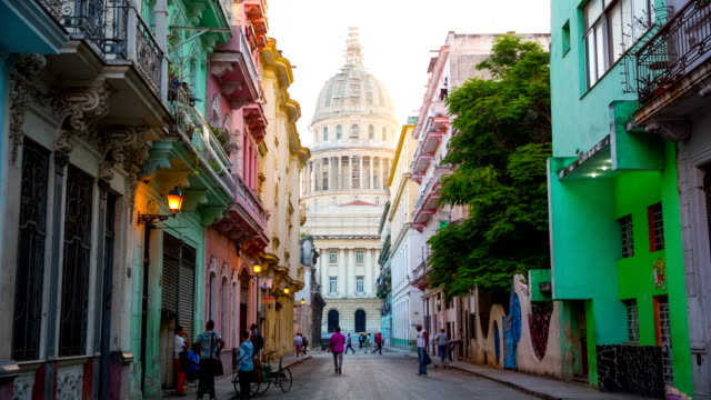 Street scene in Havana / Cuba with Capitolio in the Background video