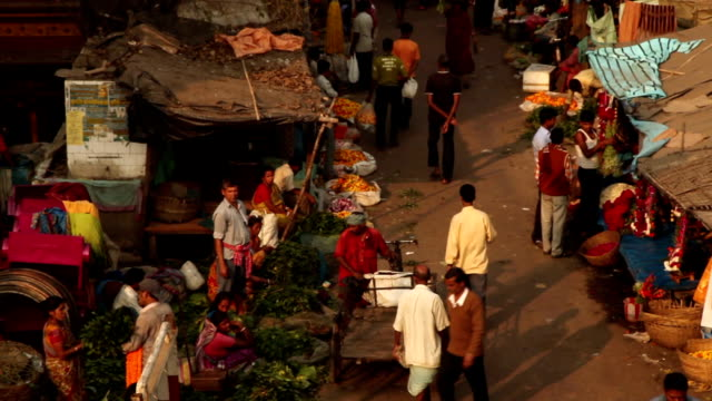 Street Scene in Kolkata (Calcutta), India: Flower Market video