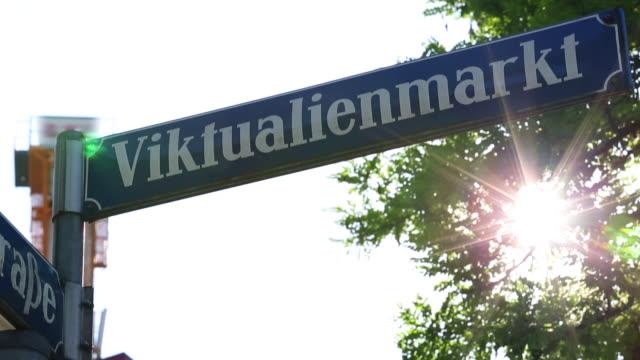 Straßenschild Viktualienmarkt in München – Video