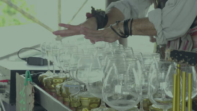 Street sound-artist uses a wineglasses and water only for divine music playing video