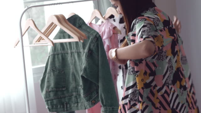 Street Style : Asian Woman At Home - Small Business