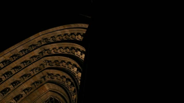Streets and buildings in the Gothic quarter of Barcelona at night, 4k