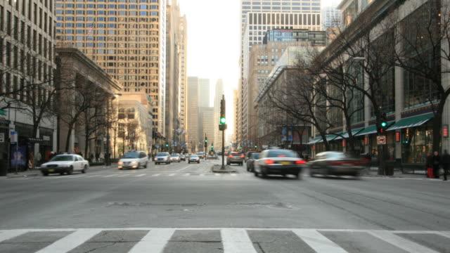 シカゴの通りです。hq 1080 p 4 :4 :4 - 交通信号機点の映像素材/bロール