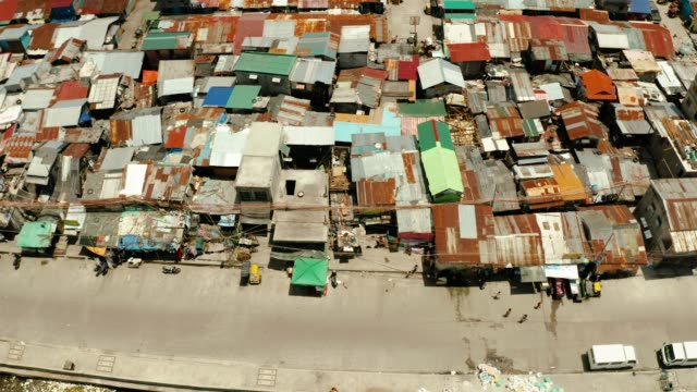 streets of poor areas in manila. the roofs of houses and the life of people in the big city. poor districts of manila, view from above - страна географический объект стоковые видео и кадры b-roll