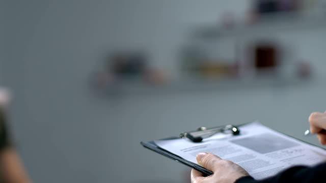 stressed serviceman talking to psychologist during consultation, doctor advice - therapist filmów i materiałów b-roll