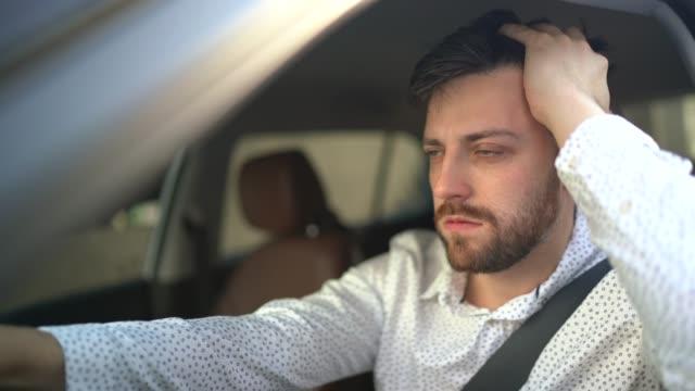 stockvideo's en b-roll-footage met beklemtoonde /ongerustgemaakte bestuurder - moe