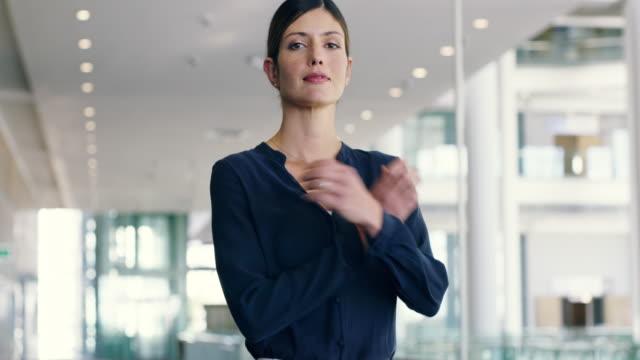 성공을 위해 노력 하 고 당신이 그것을 얻을 거 야 - 자신감 스톡 비디오 및 b-롤 화면
