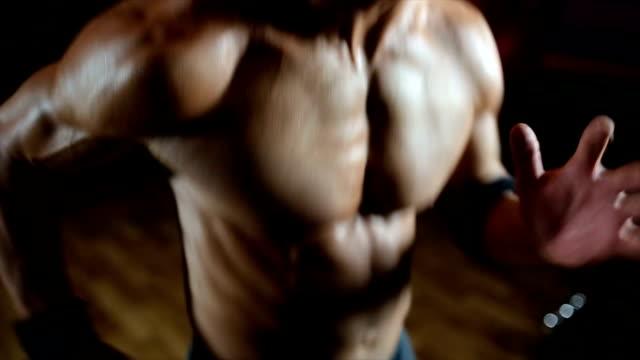 strong man jogging - tułów filmów i materiałów b-roll