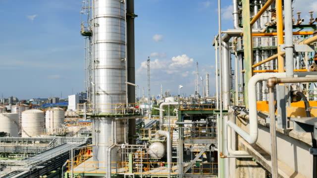 stockvideo's en b-roll-footage met structurele engineering van olie raffinaderij plant - raffinaderij