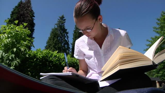 student studying - stavning bildbanksvideor och videomaterial från bakom kulisserna