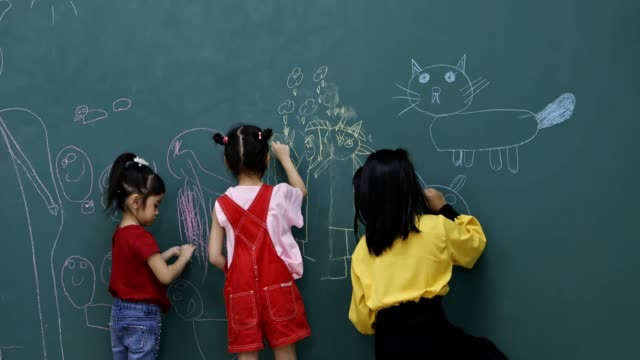 Students drawing on green board. In art class, Asian students draw cartoon on green board, concept for art class. wisdom stock videos & royalty-free footage