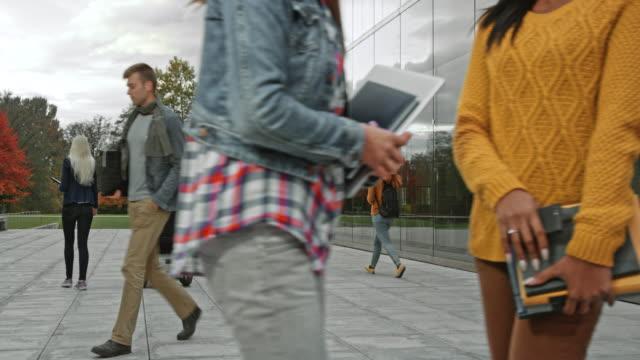 大学の建物を残して ds 生 - スロベニア点の映像素材/bロール