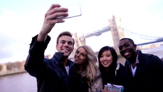 Studenten, die ein selfie – Video