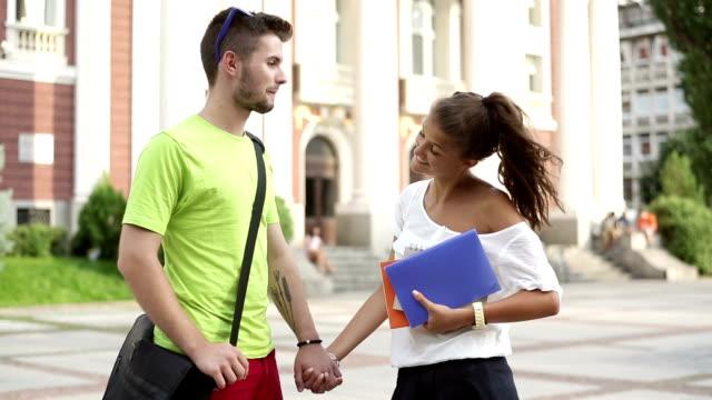 studenten sprechen - vorlesungsfrei stock-videos und b-roll-filmmaterial