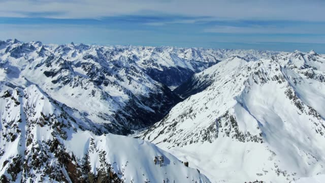 stunning aerial drone panoramic footage of the stubai alps mountain range just below the summit of schrankogel mountain (3497m).stubai alps are located in austria, in central eastern alps of europe. - stato federato del tirolo video stock e b–roll
