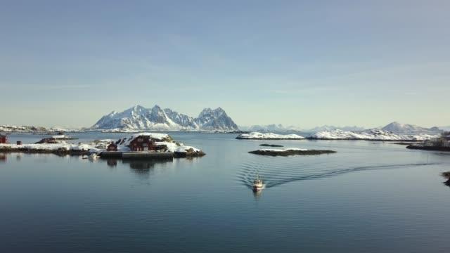 vídeos de stock e filmes b-roll de stunning aerial view over lofoten, norway on a beautiful winter day. - lofoten