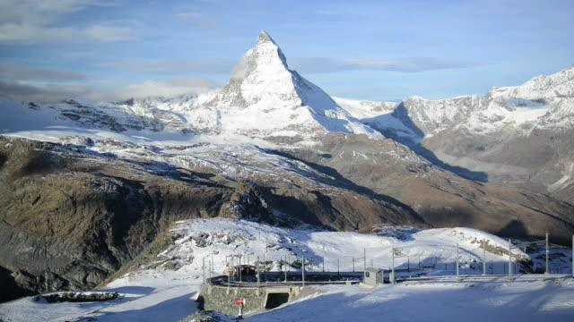 stockvideo's en b-roll-footage met stunning view of matterhorn in swiss alps - zermatt