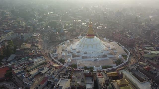 仏舎利塔 bodhnath カトマンズ、ネパール - 2017 年 10 月 26 日 - ネパール点の映像素材/bロール