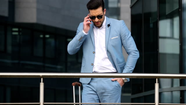 Elegante hombre de negocios  - vídeo
