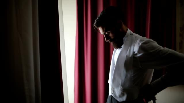 eleganta mannen klänning vest - skägg bildbanksvideor och videomaterial från bakom kulisserna
