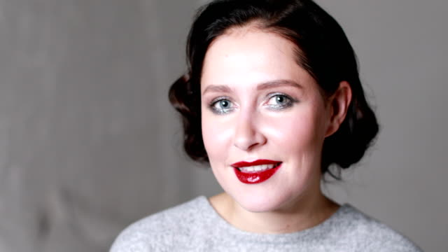 stylish model with retro makeup - rossetto rosso video stock e b–roll